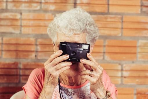 grandmother-923871_1280